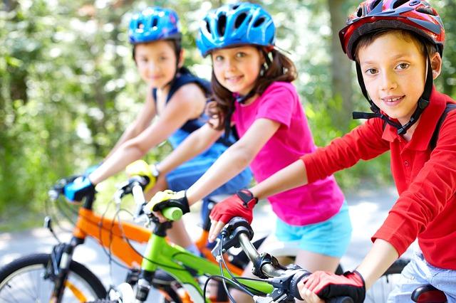 Bästa cykelhjälmen för barn 2019 – Optimal passform och säkerhet under  cykelturen • Barnlandet 1376a48da68a6