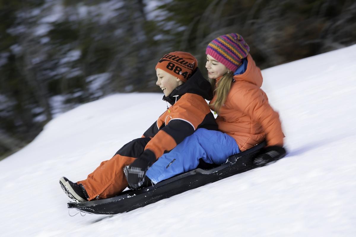 Nykomna Bästa pulkan 2019 – Snöskoj i skidbacken med de fränaste pulkorna JI-78