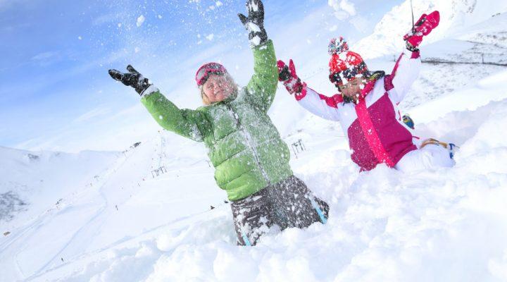 Bästa vinterkläderna för barn 2018 – Håll ditt barn varm och torr i snöblask och iskyla